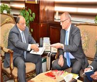 وزير التنمية المحلية يلتقي السكرتير الدائم للاتحاد الدولي لعموديات المدن الفرانكفونية