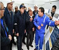 وزير البترول يؤكد على دور الشباب في القطاع خلال جولته بالسويس