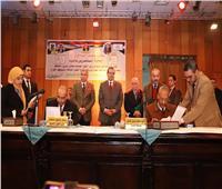 بالصور.. سعفان يشهد توقيع 45 اتفاقية عمل بصرف علاوة لـ 28 ألف عامل