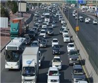 فيديو  المرور: كثافات عالية على معظم الطرق والمحاور الرئيسية بالقاهرة