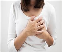 استشاري أورام: تأخر سن الزواج قد يصيب المرأة بسرطان الثدي