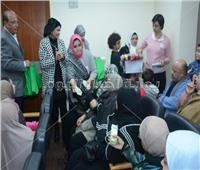 صور| مايسة الهاشمي تدعم مريضات السرطان من مستشفى «بهية»