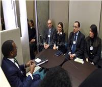 رئيس الوزراء يلتقي رئيس بنك التنمية الأفريقي خلال اجتماعات دافوس