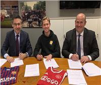 رسميًا.. برشلونة يتعاقد مع فرينكي دي يونج