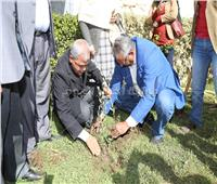 محافظ المنوفية يدشن مبادرة هنجملها لزراعة الأشجار المثمرة بالأماكن العامة