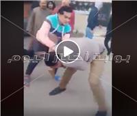 فيديو.. «علقة ساخنة» لشاب تحرش بفتاة في فيصل