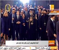 الرئيس الفرنسي يلتقط صورة تذكارية مع البابا تواضروس بالكاتدرائية