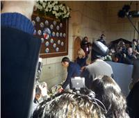 الرئيس الفرنسي يضع إكليلا من الزهور لشهداء الكنيسة البطرسية