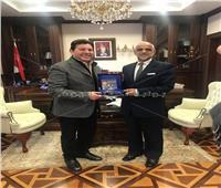 سفير سلطنة عمان يستقبل الفنان هانى شاكر