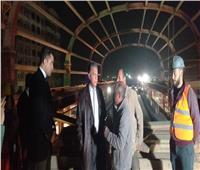 وزير النقل يفاجئ العاملين بالمرحلة الرابعة لخط المترو الثالث