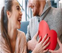 10 صفات تدفعك للزواج من «فتاة الدلو»