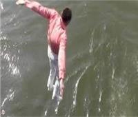 إنقاذ شخص حاول الانتحار غرقًا من أعلى كوبري 15 مايو