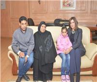 وزيرة الهجرة تستقبل أسرة «شهيد الشهامة» للاطمئنان على أحوالهم المعيشية