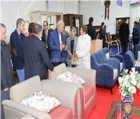 «عباس» يتفقد جناح محافظة المنوفية بمعرض «أجازة نصف العام»