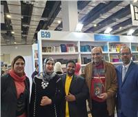 صور| حفل توقيع جماعي بمعرض الكتاب