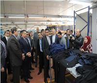محافظ بني سويف يتفقد مصنع الشركة السويسرية للملابس الجاهزة