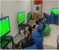 وزير الشباب يتفقد جناح الألعاب الإلكترونية بمعرض الكتاب