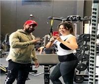 «ياسمين عبدالعزيز» تُمارس الرياضة بـ«الجيم»