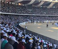 صور| حشد جماهيري في استاد زايد استعدادا لقداس البابا فرنسيس