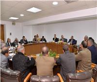 محافظ أسيوط يستقبل لجنة متابعة المشروعات القومية بمجلس الوزراء
