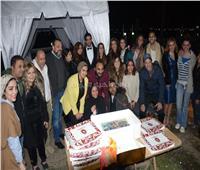 شاهد| أبطال مسلسل «كارمن» يحتفلون بانتهاء التصوير