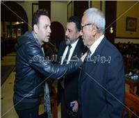 صور| مصطفى قمر ونصر محروس في عزاء عاطف المناوي