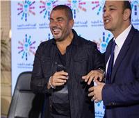 فيديو| عمرو أديب يحسد الهضبة.. والأخير يرد: «يا عم أرحمنا بقى»