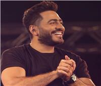 تامر حسني يمازح جمهوره بموعد طرح كليب «ناسيني ليه»
