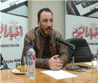 فيديو| طارق لطفي يتابع «122» في تونس.. والجمهور يستقبله بحفاوة