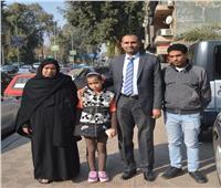 أسرة «شهيد الشهامة» يتسلمان تبرعات المصريين بالخارج لهم