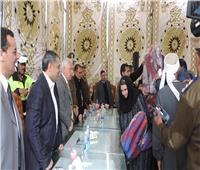 مدير أمن البحيرة يوزع 200 بطانية على أهالي القرى الأكثر احتياجًا