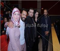 صور| سامح حسين وساندي يحتفلان بعرض «عيش حياتك»