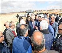 صور| وزير الإسكان يبدأ أولى جولاته بتفقد المشروعات بالقاهرة الجديدة