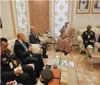 «العصار» يشيد يإيديكس أبوظبي ويعقد اجتماعات لبحث التعاون في التصنيع الحربي
