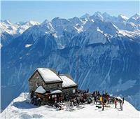 الشرطة السويسرية: عدة أشخاص دُفنوا بعد انهيار جليدي