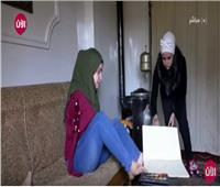 شاهد.. فتاة سورية ترسم بلا ذراعين