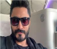 تامر حسنى يسافر إلى السعودية استعدادًا لحدث فني جديد