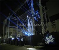 صور| التجهيزات النهائية لحفل عمرو دياب في جامعة مصر