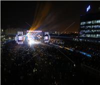 صور|  حفل عمرو دياب يرفع شعار «كامل العدد»