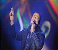 صور| عمرو دياب يختتم حفل جامعة مصر بـ«يتعلموا»