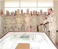 وزير الدفاع يتفقد وحدة التدريب الأساسي للمشاة ويلتقي بالجنود المستجدين