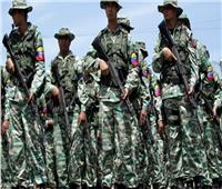جيش فنزويلا يطلق قنابل الغاز خلال تفريغ حمولات مساعدات على الحدود