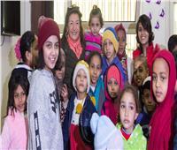 صور| ليلى عز العرب في جولة بمعهد الأورام