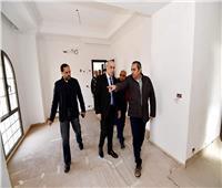 وزير الإسكان يتفقد فيلات حي جاردن سيتي بالعاصمة الإدارية الجديدة