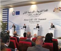 جان يونكر يشيد بالقمة العربية الأوروبية.. وزوجته تقطع كلمته في المؤتمر الختامي