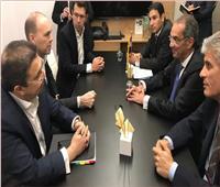 وزير الاتصالات يلتقي الرئيس التنفيذي لـ«فودافون» في برشلونة