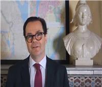 السفير الفرنسي ينعى ضحايا حادث محطة مصر