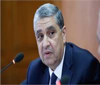 وزير النقل المكلف يتفقد موقع حادث قطار محطة مصر