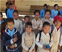 «نور حياة» تسلم 131 نظارة طبية لتلاميذ المدارس بالأقصر
