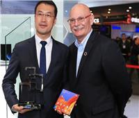 هواوي «Mate X» يفوز بجائزة أفضل جهاز اتصال محمول